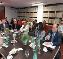 El Ministro Pupilar y de la Defensa, Washington Héctor Navarro, comparte el informe de la OGA - Concepción, con los vocales de la Corte Suprema de Justicia y el Ministro Público Fiscal.