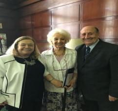 El Doctor Navarro con la Defensora del Niño de la Nación, doctora Marisa Grahan y la titular de Abuelas de Plaza de Mayo, Estela de Carlotto.